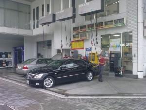 Station-service SOLATO engage pompiste. Condition: min. 1,75m (pour pouvoir attraper le pistolet de diesel ;))
