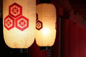 Oh! Une lanterne... Non, deux!