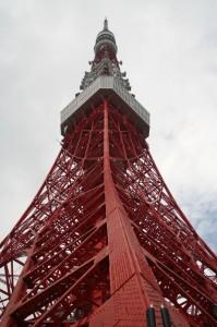 On passe aux pieds de la Tokyo tower