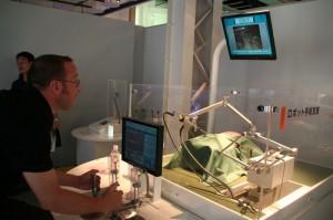 Benoît qui tente une opération par laparoscopie; le patient est mort :-/