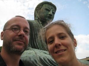 Un Bouddha et deux... (complétez et gagnez un beau prix! Cédric on compte sur toi!)