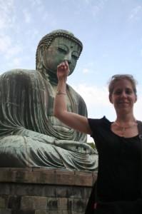 Ca devait mal se terminer... Marie retire ton doigt du nez de Bouddha tout de suite!!!