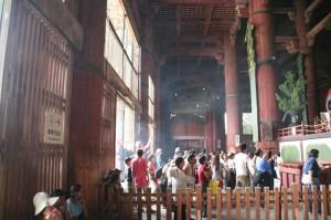 Les fumées d'encens qui pénètrent dans le temple (non DUF, il n'y a pas de contrepet!)