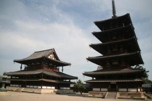Le temple et la pagode à 5 étages (les 5